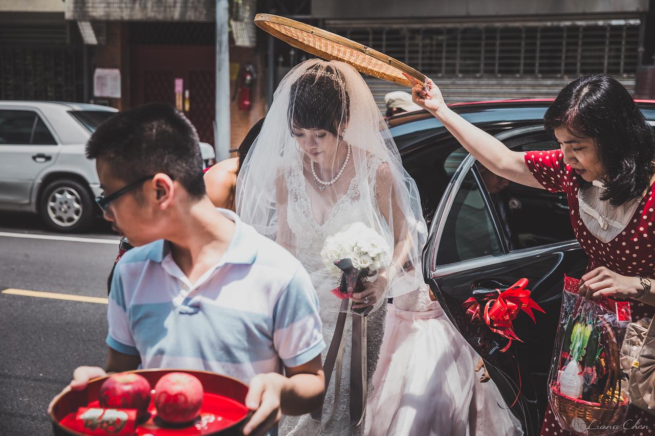 自主婚紗,獨立婚紗,自助婚紗,海外婚禮, 海外婚紗,婚紗攝影,婚攝,台北攝影師,台灣攝影師,婚紗攝影師,婚紗攝影工作室,良大LiangChen,婚禮攝影, 婚禮紀錄,婚禮,婚紗,攝影,白紗,禮服, 婚禮攝影,婚禮拍照,拍婚紗,拍婚禮,結婚迎娶,訂婚儀式,人像婚紗, 個性時尚婚紗, Howbon Floral Design 好棒花藝,Alisha&Lace 愛儷紗&蕾絲手工婚紗,棚內婚紗照
