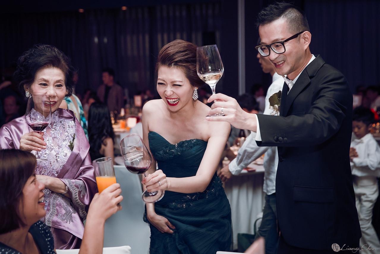 自主婚紗,獨立婚紗,自助婚紗,海外婚禮, 海外婚紗,婚紗攝影,,image ,Wedding photo,pre wedding,bride, 婚攝,台北攝影師,台灣攝影師,婚紗攝影師,婚紗攝影工作室,良大LiangChen,婚禮攝影, 婚禮紀錄,婚禮,婚紗,攝影,白紗,禮服, 婚禮攝影,婚禮拍照,拍婚紗,拍婚禮,結婚迎娶,訂婚儀式,人像婚紗, 個性時尚婚紗, Howbon Floral Design 好棒花藝,新娘捧花,Alisha&Lace 愛儷紗&蕾絲手工婚紗,棚內婚紗照,肖像婚紗,陽明山,造型師Vivi Makeup Studio,造型師瑋翎,造型師Nina楊夢稊, 白紗禮服,量身訂制白紗禮服,艾麗酒店,寒舍艾麗酒店